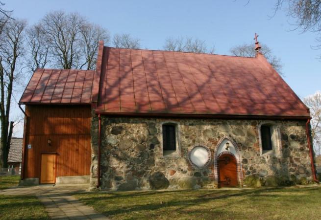 Białuń Kościół filialny pw św. Michała Archanioła i Świętej Rodziny